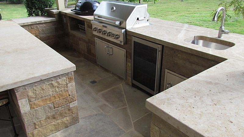 Chocolate Lueders Outdoor Kitchen